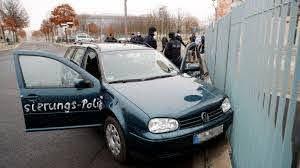 Освободен е шофьорът, врязъл колата си в германското канцлерство