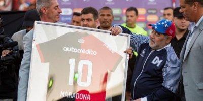 """Стадионът в Неапол става """"Марадона"""""""