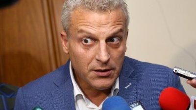 Москов: Политиците се държат като спекуланти, следят курса на страха за здравето и хляба
