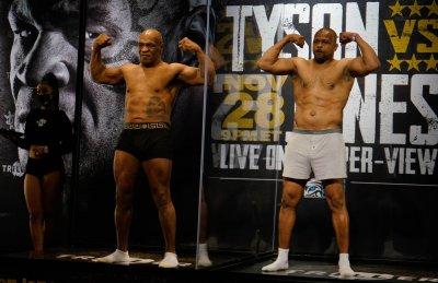 Тайсън под 100 кила за мача с Рой Джоунс