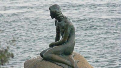 38 000 евро глоба за датски вестник заради карикатура на Малката русалка