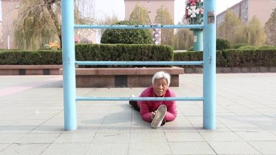 Китайска бабка е истинската жена-каучук