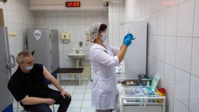 """Полицаи и учители задължени да се ваксинират със """"Спутник V""""?"""