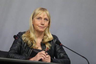 Европарламентът сваля имунитета на Елена Йончева?