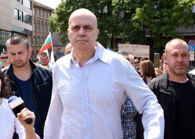 Слави с откритие: Карго-култът - новата официална религия на България