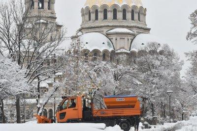 Минус 11 в София, на юг ще е топло и слънчево