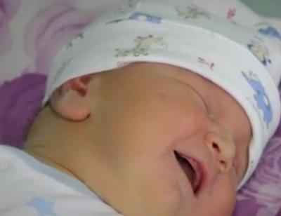 5 кила бебе проплака във Варна