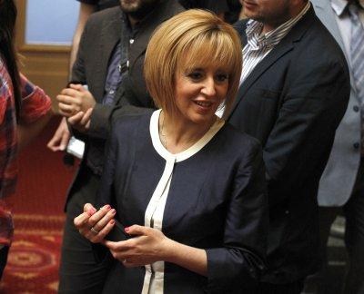 Манолова обвини Борисов в отлагане на вота чак за май