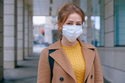 СЗО препоръчва: Носете маска дори и у дома