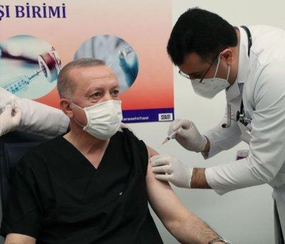 Ердоган се ваксинира с китайска ваксина