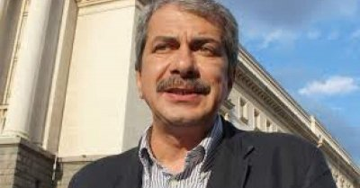 Евгений Михайлов изригна: ДБ се спазари с БСП/БКП