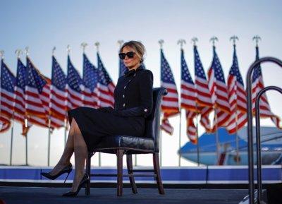 Мелания цялата в черно на сбогуване с Белия дом