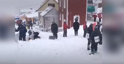 Лавина уби и рани скиори в Русия (ВИДЕО)