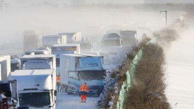 134 коли се нанизаха във верижна катастрофа в Япония