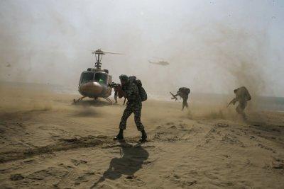 Иран с военни учения по крайбрежието на Оманския залив