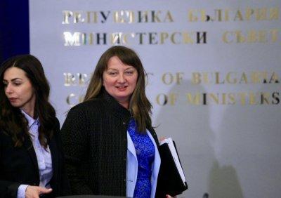 Сачева доволна: Късно е за видеонаблюдение на вота
