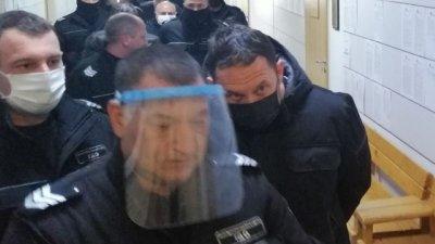 Решено: Килия за полицая Кабашки и трима от аверите му