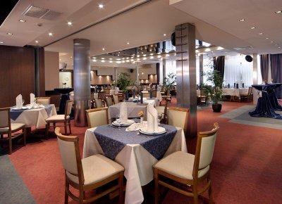 Разхлабване: Ресторантите отварят, но само до 22,30 ч.?