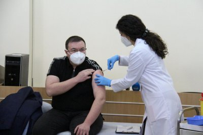 И здравният министър вече е с втора доза ваксина
