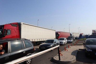 Шофьор опита да пренесе през Дунав мост 2 44 хил. таблетки диазепам