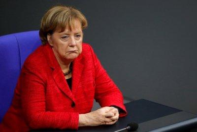 Меркел на път да затвори Германия заради новия щам