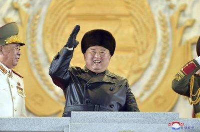 Северна Корея проведе военен парад