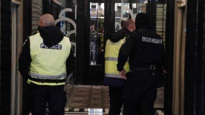 "30 души отнесоха глоби заради парти в ""Маринела"""