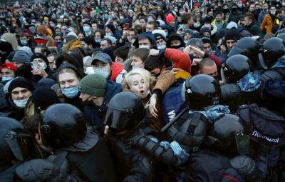 Над 3500 с белезници след протестите за Навални