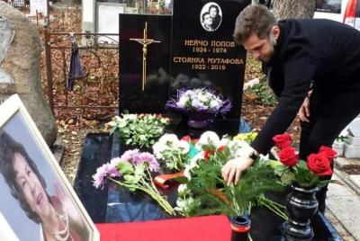 Оскверниха гроба на Стоянка Мутафова