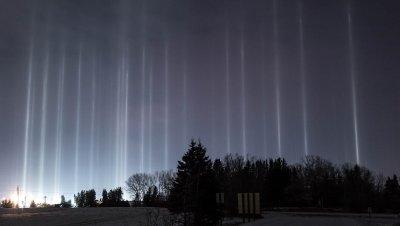 """Студът """"докара"""" стълбове от светлина в Канада"""