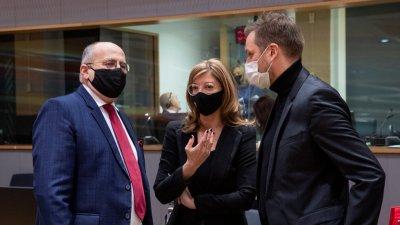 Екатерина Захариева зове да се изпратят ваксини на Западните Балкани