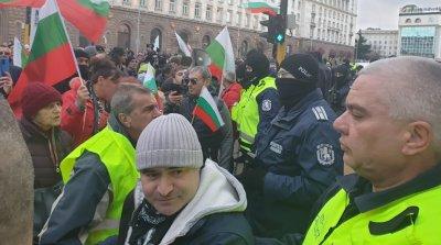 Ден 200 на протеста: Щурм на МС с Дионисий начело