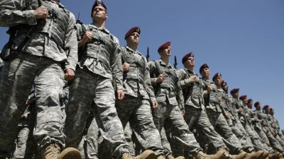 Транссексуални войници отново в американската армия