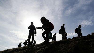 """Задържаха трима афганистанци, опитали да лязат с камион през ГКПП """"Лесово"""""""
