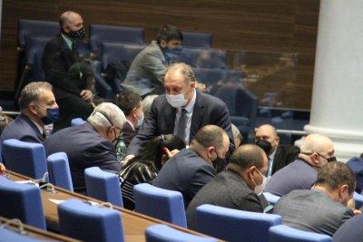 Скандал в парламента заради енергетиката и горивата