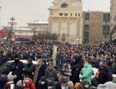 4000 на протест в Москва, арестуваха съюзничката на Навални Любов Собол