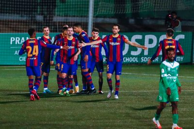 Барселона отърва кожата, продължава напред за Купата на Краля