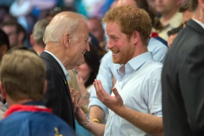 Принц Хари се оказа стара дружка на Байдън