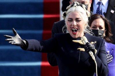 Урок по стил: Лейди Гага и Джей Ло огласиха Капитолия
