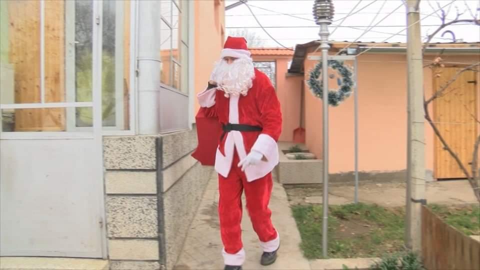 Дядо Коледа е на 36, живее в Горна Оряховица