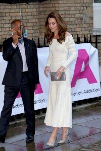 снимка 3 Херцогиня Катрин сияе в бяла рокля (СНИМКИ)