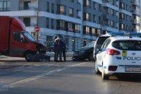 снимка 2 Първо в Lupa.bg: Тройна катастрофа в Студентски град (СНИМКИ)