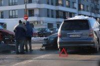 снимка 1 Първо в Lupa.bg: Тройна катастрофа в Студентски град (СНИМКИ)