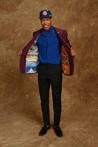 снимка 20 Церемонията, наречена драфт в НБА - сълзи, бляскави костюми и прически (СНИМКИ И ВИДЕО)