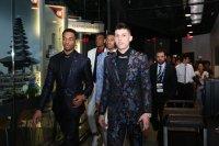 снимка 19 Церемонията, наречена драфт в НБА - сълзи, бляскави костюми и прически (СНИМКИ И ВИДЕО)