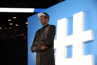 снимка 6 Церемонията, наречена драфт в НБА - сълзи, бляскави костюми и прически (СНИМКИ И ВИДЕО)
