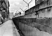 снимка 24 58 години от онзи 13-ти август, който раздели Германия (СНИМКИ)