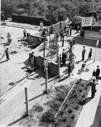 снимка 27 58 години от онзи 13-ти август, който раздели Германия (СНИМКИ)
