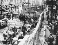 снимка 9 58 години от онзи 13-ти август, който раздели Германия (СНИМКИ)