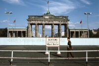 снимка 3 58 години от онзи 13-ти август, който раздели Германия (СНИМКИ)